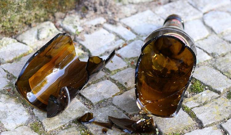 Wegeleben: 20-Jähriger Deutscher schlägt 15-jährigem Syrer Bierflasche auf den Kopf