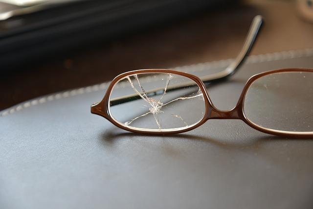 Rostock: Brillenglas bohrt sich in linkes Auge nach Verkehrsunfall