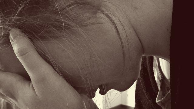 Gesucht: Dunkelhäutiger belästigt Mädchen sexuell