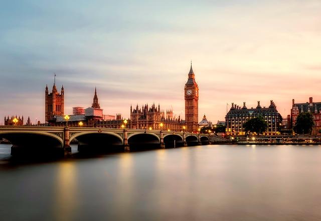 Großbritannien beschließt starke Begrenzung von Zuwanderung