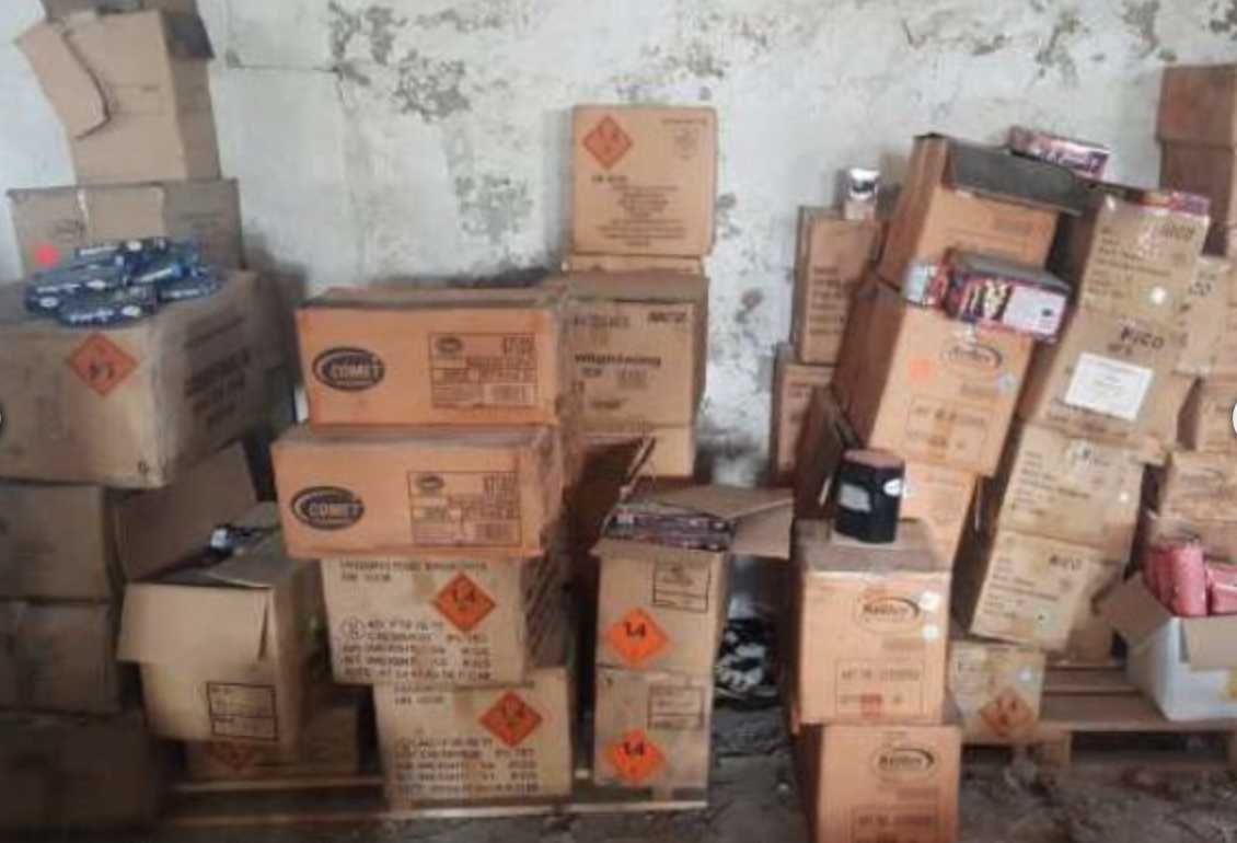 Mann löste Brand aus: Polizei entdeckt später 2 Tonnen legalen Sprengstoff