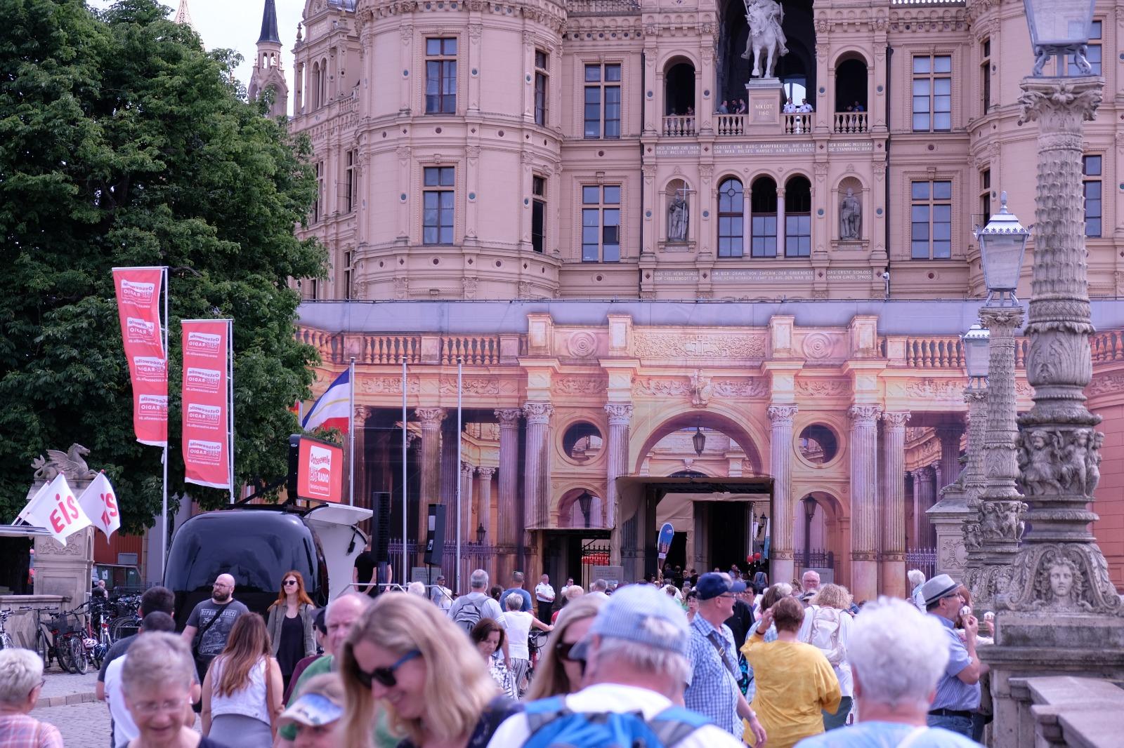 Tag der offenen Tür im Landtag und Anti-SOG-Demo
