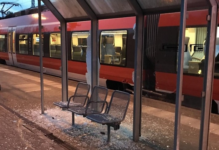 Rostock: Jugendbande randaliert auf S-Bahnhof