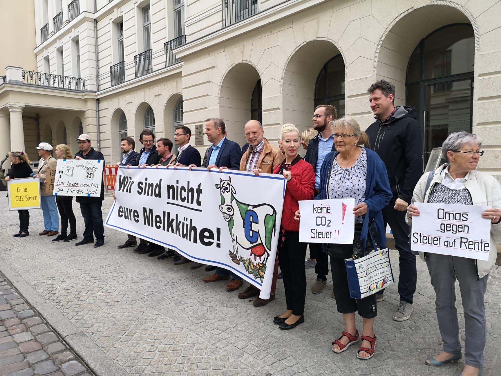 Steuerzahlergedenktag: Mahnwache vor dem Finanzministerium