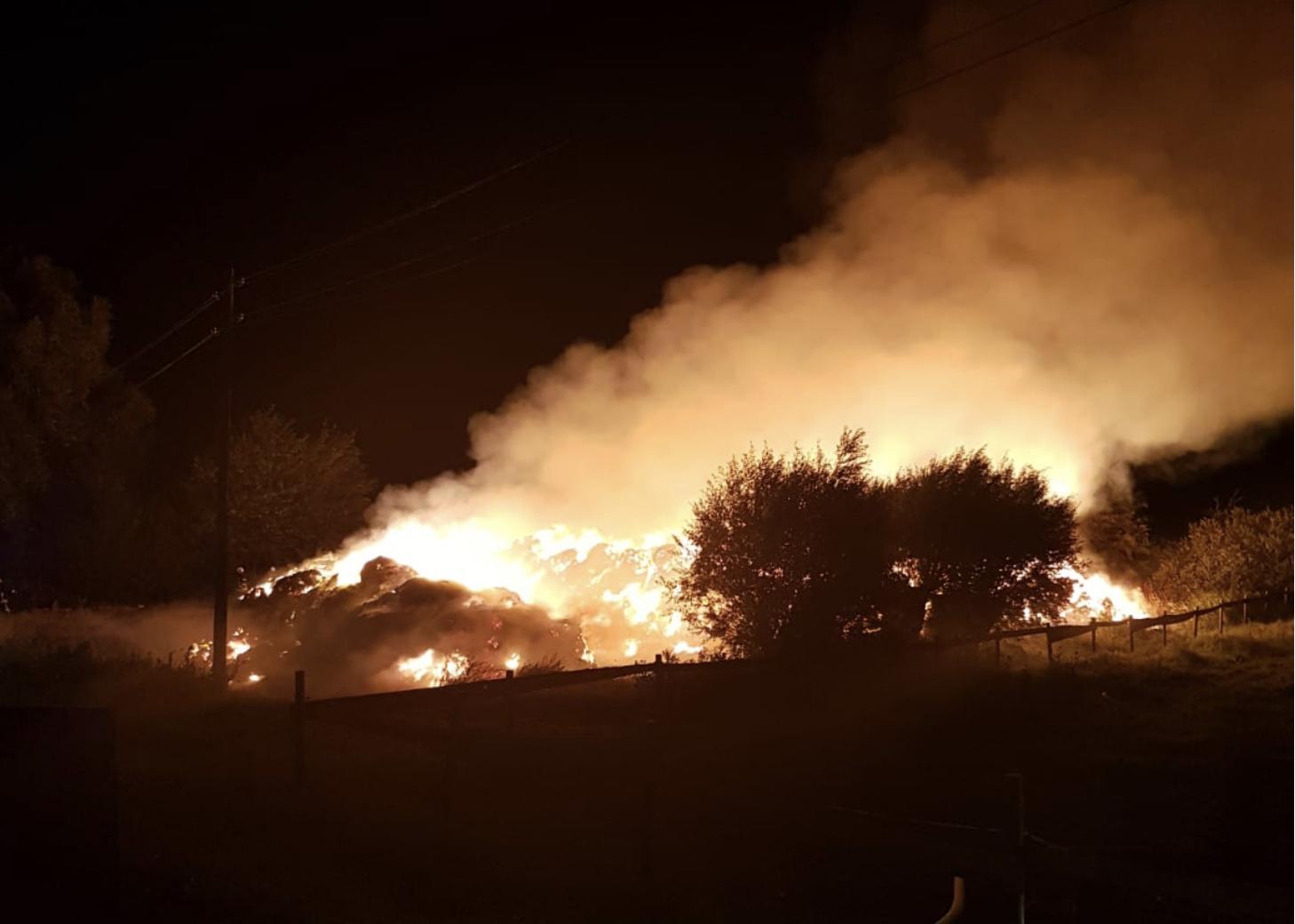 Rügen: 360 Strohballen brannten ab