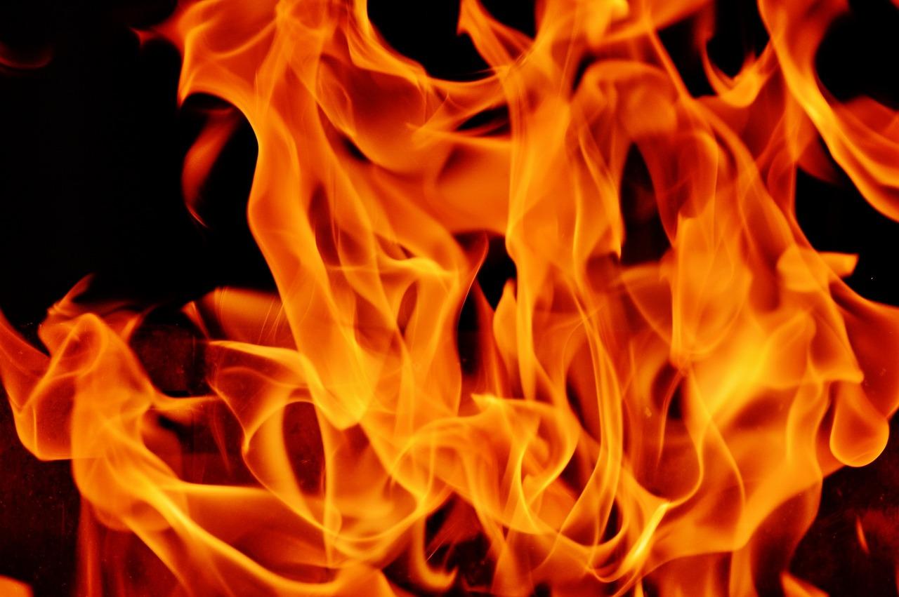 Brandanschlag auf hilfloses Polizeirevier in Stralsund