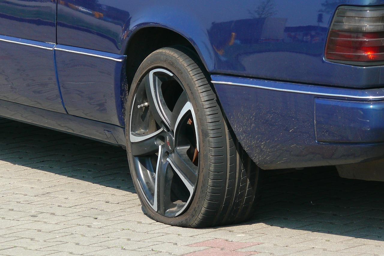 Gadebusch: Chaoten zerstechen Reifen von 7 Autos