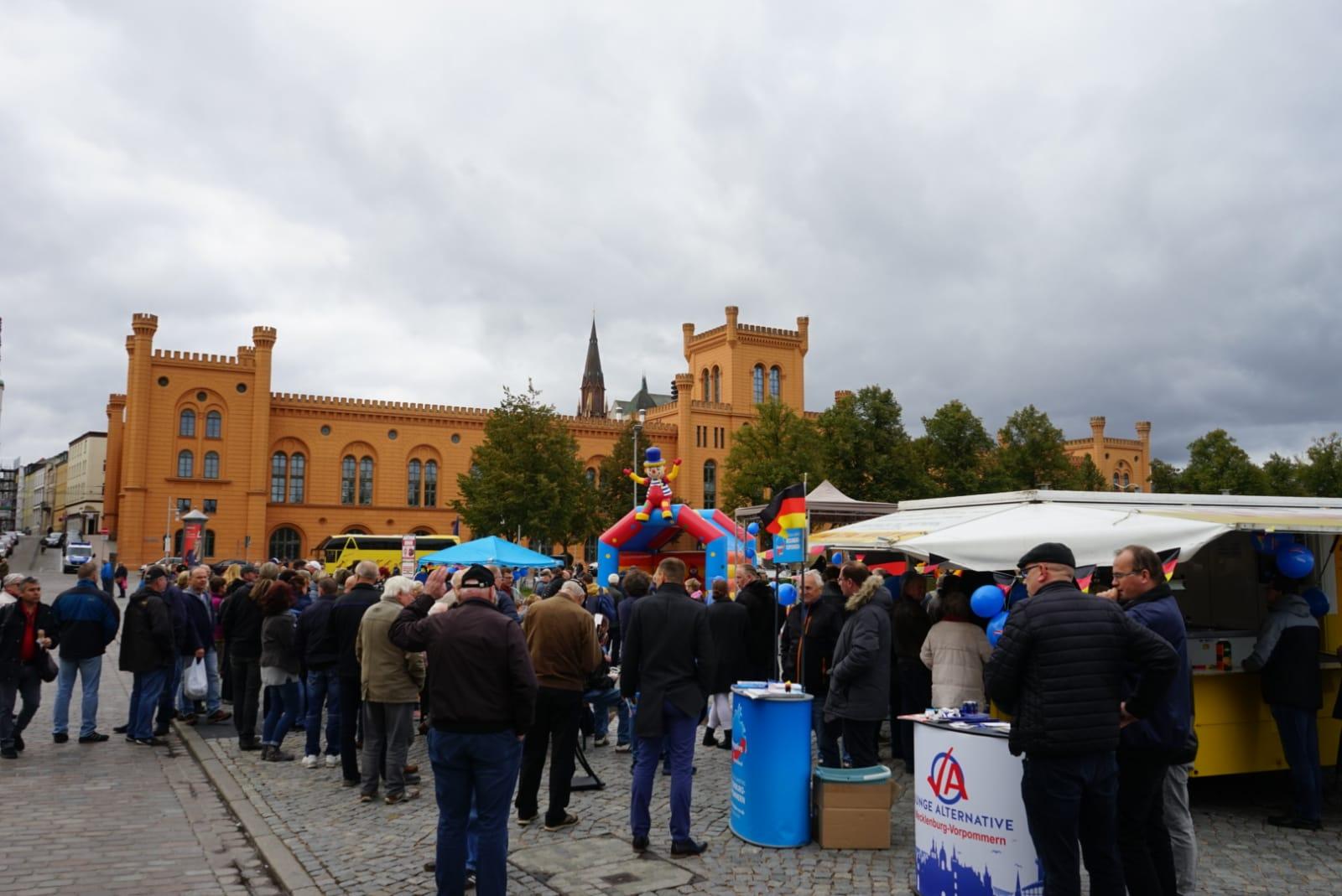 Einheitsfeiern in Schwerin: Paulskirche und Pfaffenteich