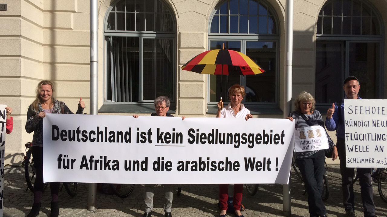 """""""Mondays for Germany"""": Schweriner gegen Umsiedlungsstrategie des Bundes"""
