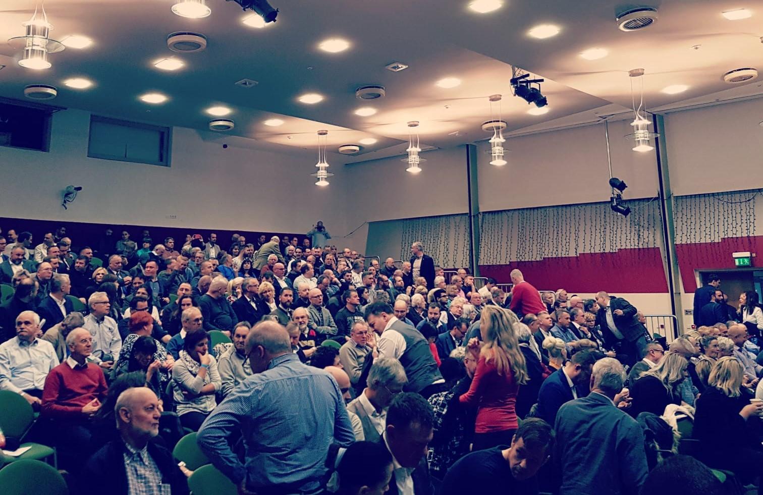 AfD-Landesparteitag in Waren: Pragmatiker übernehmen den Landesverband