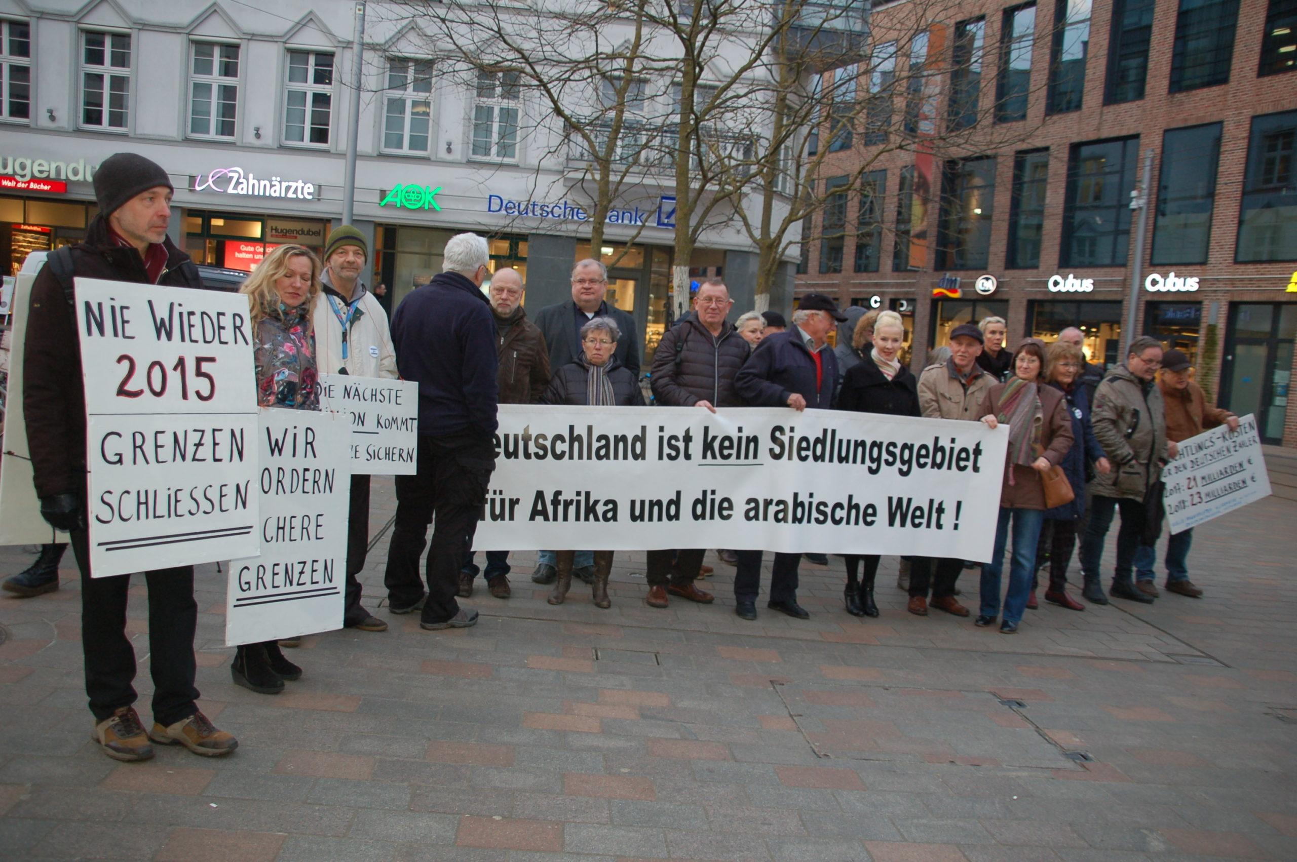 """Breites Bündnis blockiert """"Seebrücke""""-Aufmarsch"""