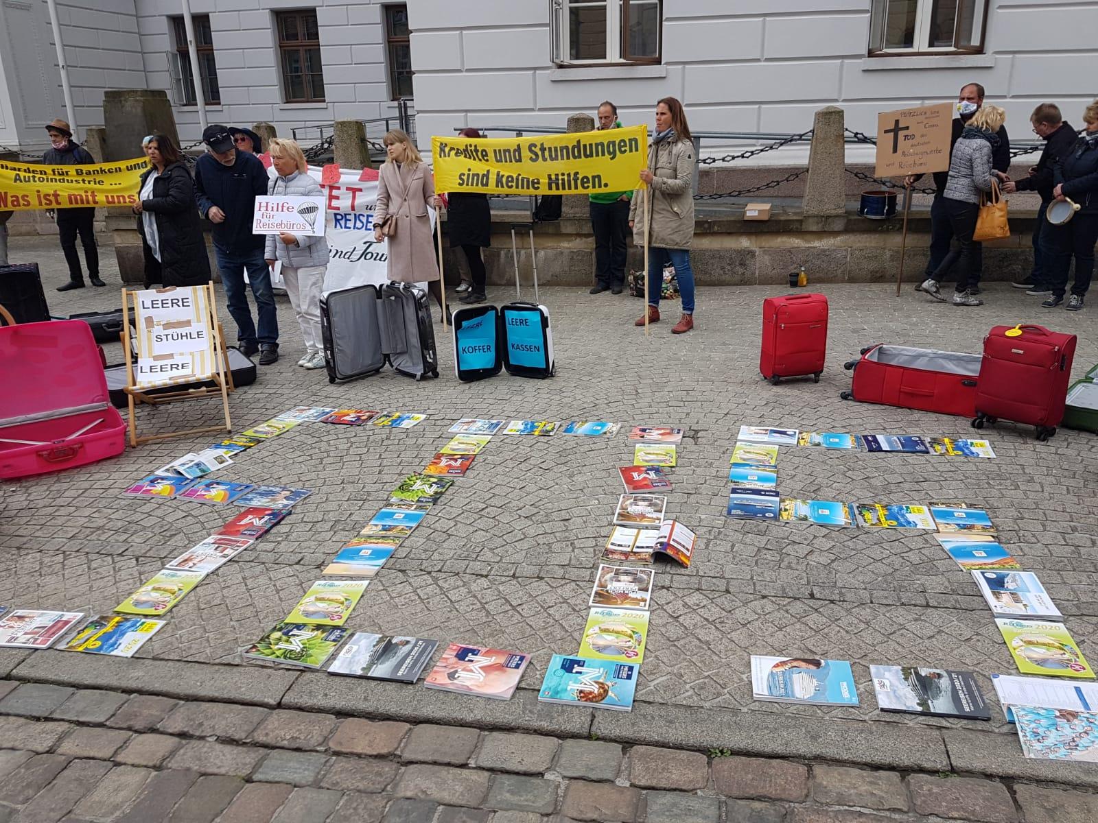 Reiseveranstalter demonstrieren in Schwerin