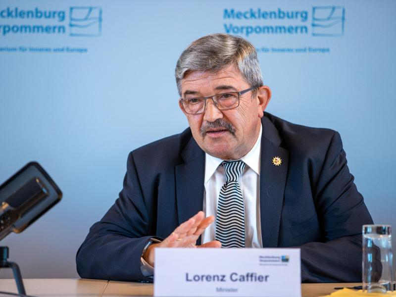 Dokumentenprüfsystem: Caffier übernimmt AfD-Initiative