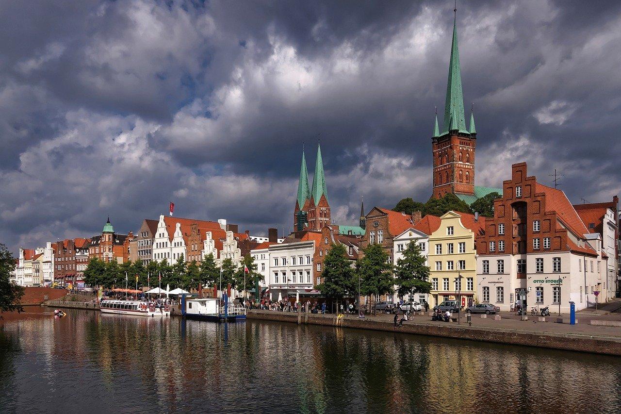 Sturm lässt Wasserstände in Lübeck und Travemünde steigen