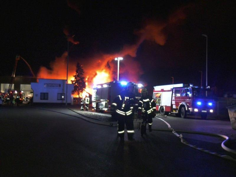 Ludwigslust: Müllbrand weiterhin unklar