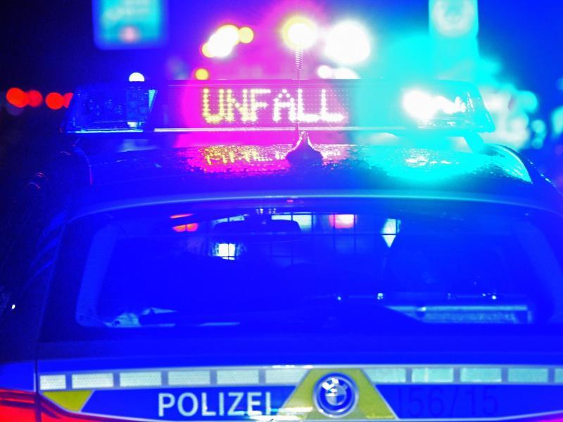 Baum-Crash in Greifswald: Beifahrerin stirbt
