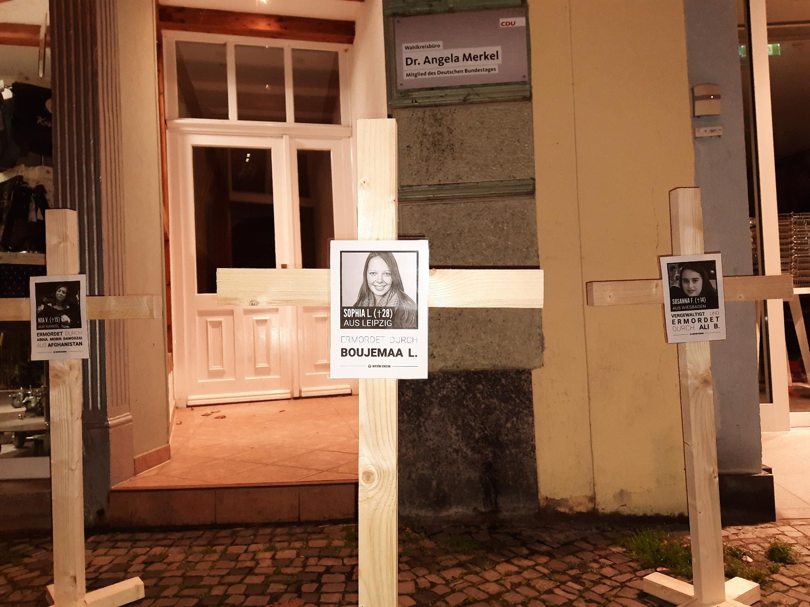 """""""Kreuze für Merkel"""" – IB-Aktion in Stralsund"""