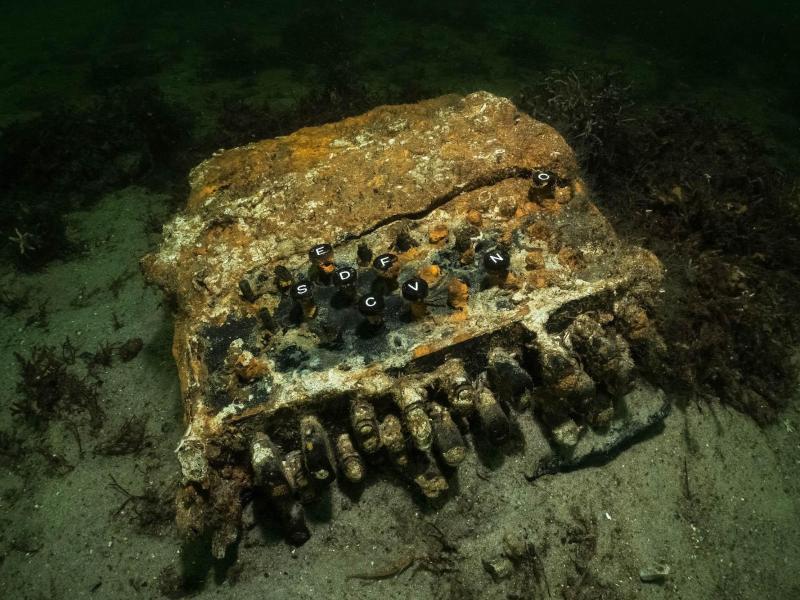 Taucher bergen Enigma-Chiffriermaschine vom Grund der Ostsee