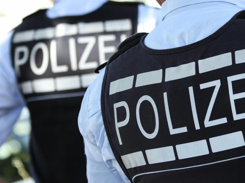 Suchaktion: Rettungskräfte finden vermisste Frau am Waldrand