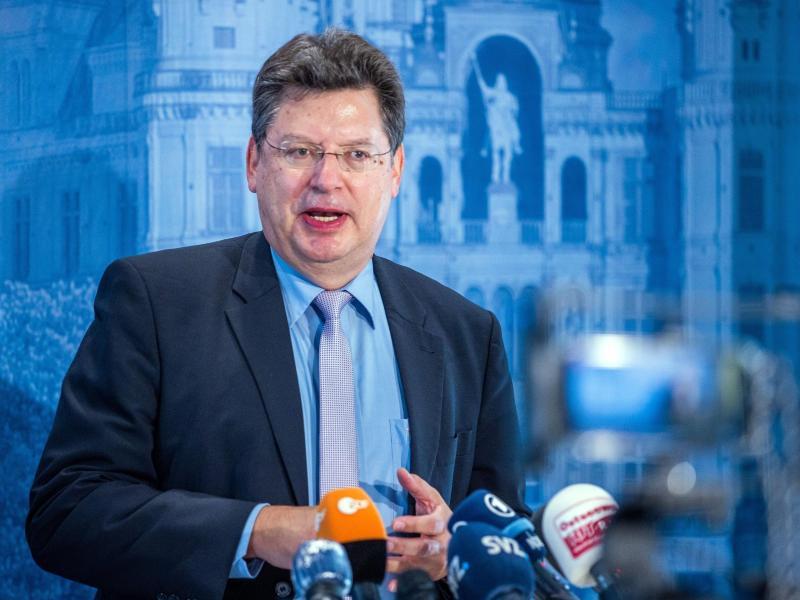 Finanzminister Meyer rät Kommunen zur Bildung von Rücklagen