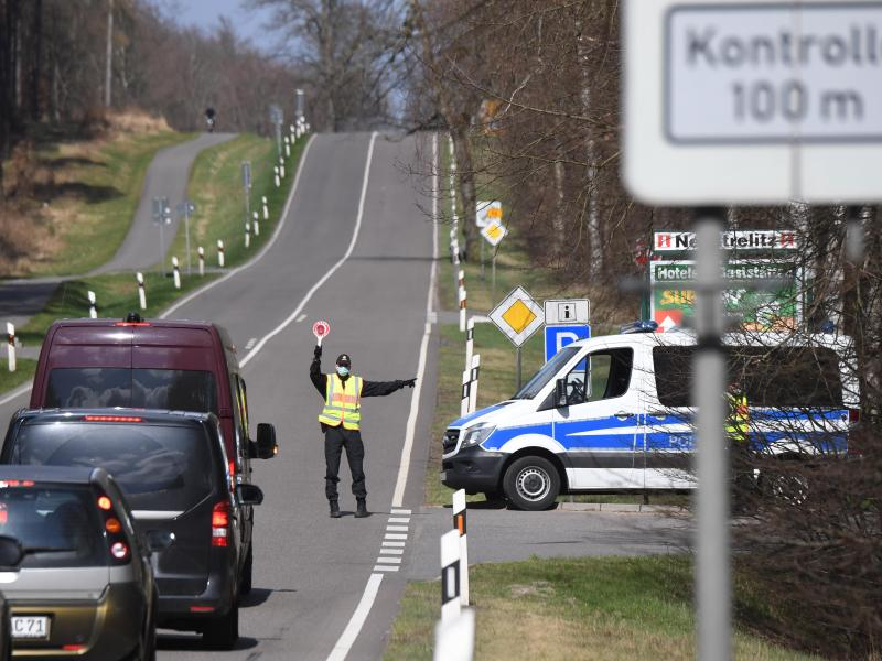 Kein Tourismus erlaubt: Hunderte Fahrzeuge zurückgewiesen