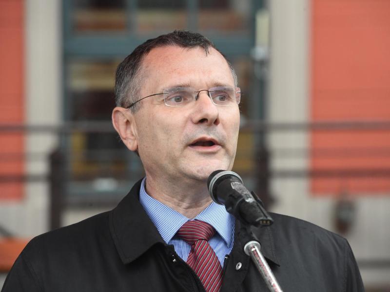CDU tief gespalten -Vize Ott mit Angriff gegen Merkel