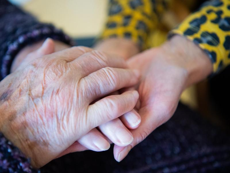 Zeitbegrenzung für Besuche in Pflegeheimen aufgehoben