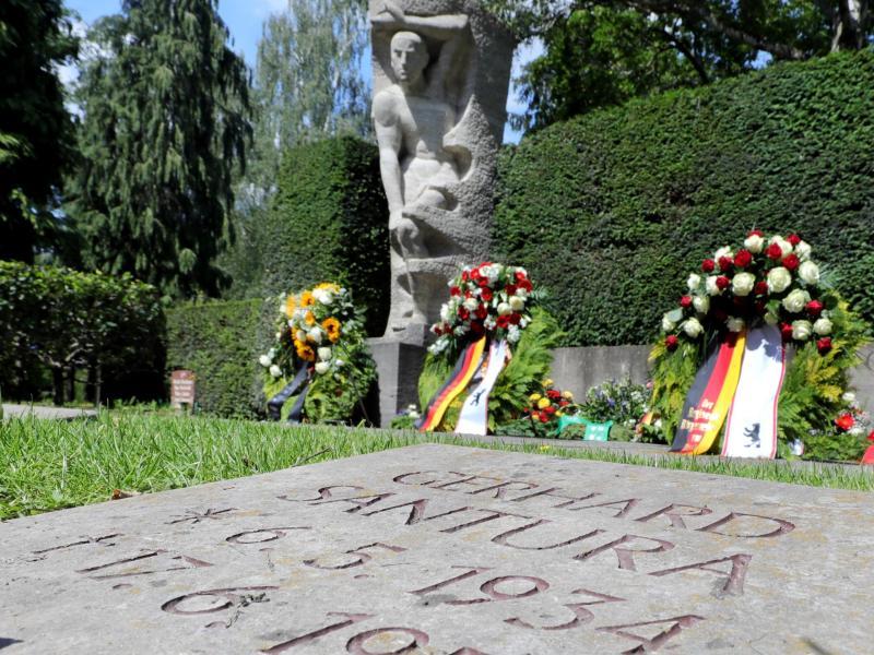 DDR-Aufstand vor 68 Jahren: Gedenkminute und Kränze