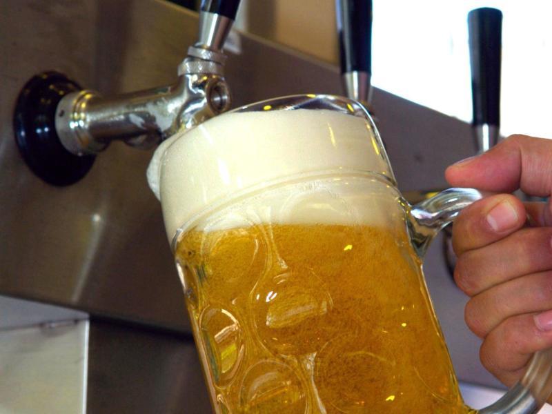 Keime im Bier: Unreine Zapfleitungen vermutet